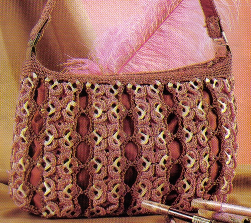 Bolsa tejida con fichas cenefas de flores