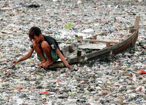 Contaminación de un río