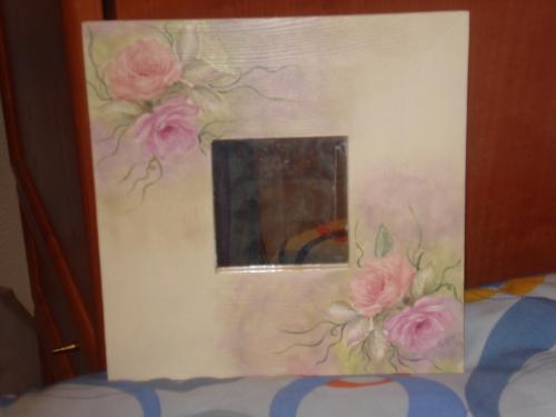 Espejos con marcos decorados imagui for Espejos ovalados decorados