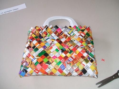de Grupo de Manualidades varias > Una bolsa con envolturas de sabritas